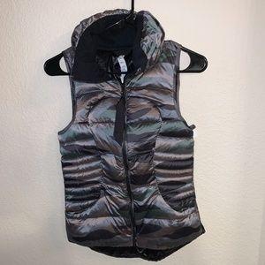 Lululemon camo puffer vest size 4